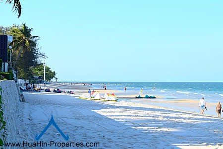 Luxury apartment beach front Hua Hin with sea view